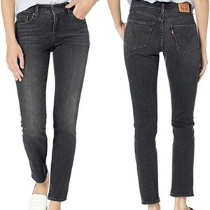 Levi's Classic Mid Rise Skinny in Faded Black